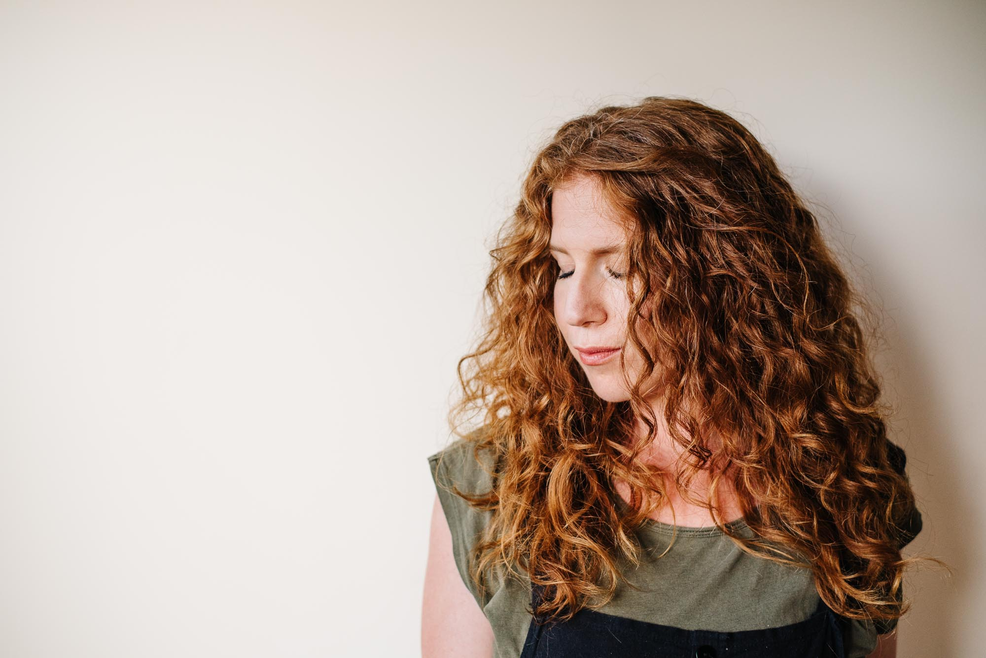 How To Style The Wavy Hair Of Your Dreams The Easy All Natural Way Kale Caramel